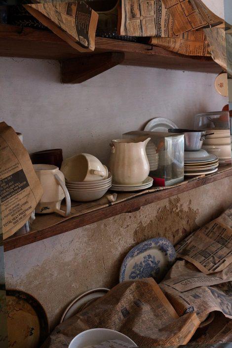 alte Krüge und Teller